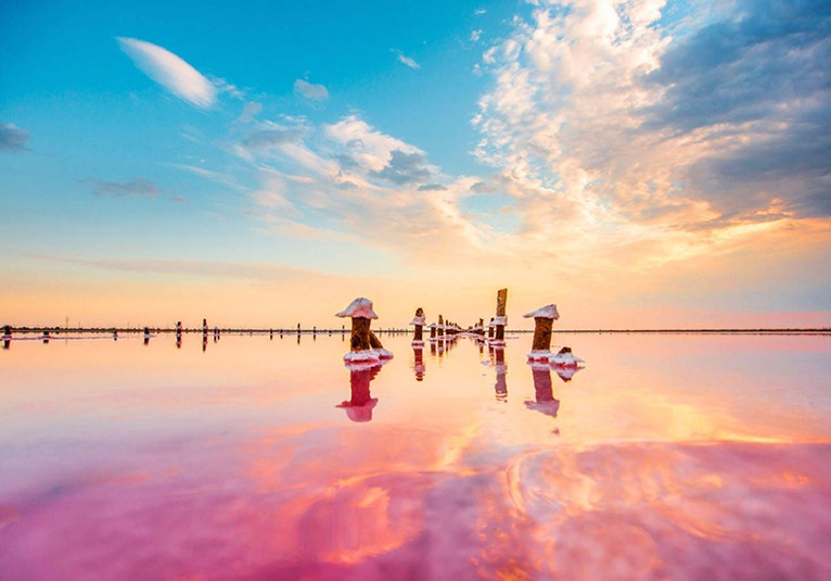 Рожеве озеро, в якому неможливо потонути