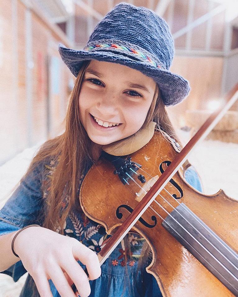 10-летняя скрипачка из Украины стала «уличной» звездой Калифорнии