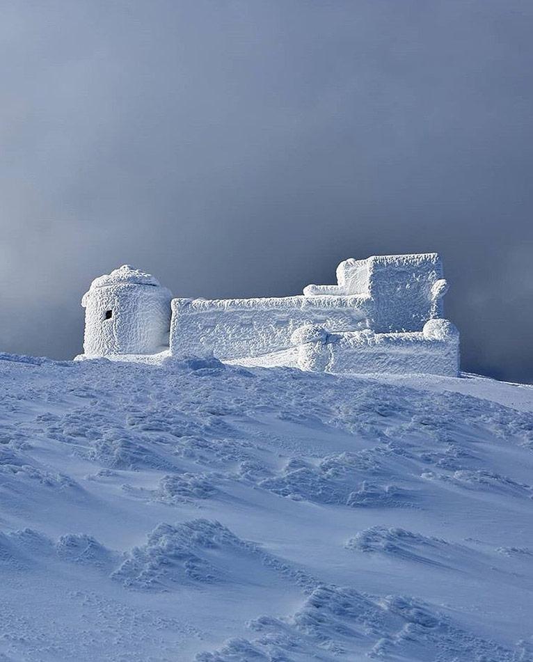 Обсерваторія-привид, що приховалась високо в горах
