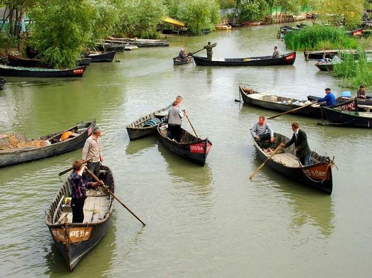 Вилково: вместо улиц — каналы, вместо машин — лодки